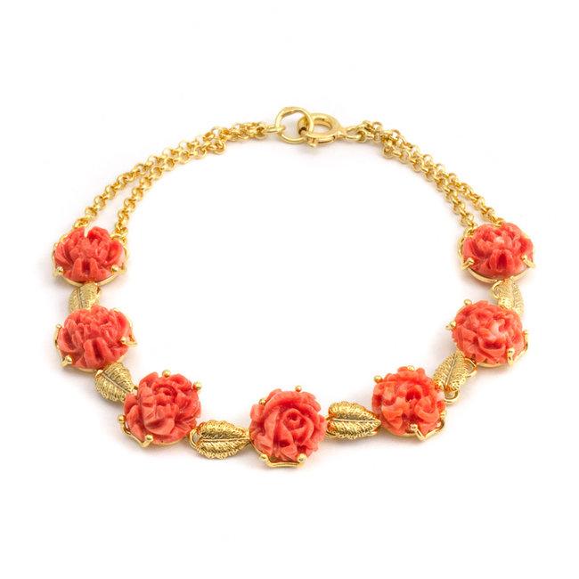 Vergulde armband met handgesneden koraal