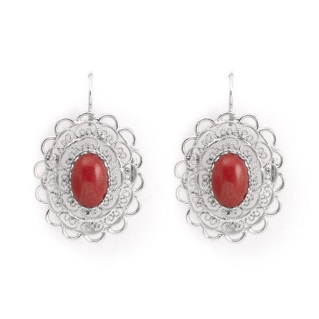 Zilveren oorbellen met ovale koraal cabochon