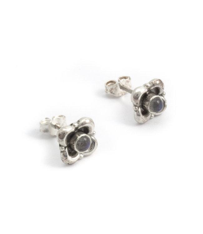 Aurora Patina Zilveren oorknopjes met labradoriet  bloem