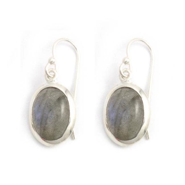 Zilveren oorbellen met ovale labradoriet