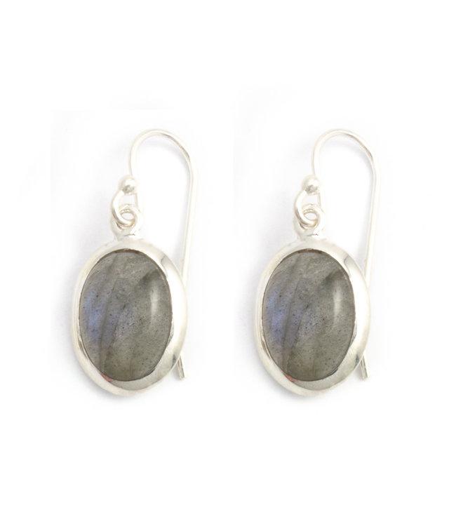 Aurora Patina Zilveren oorbellen met ovale labradoriet