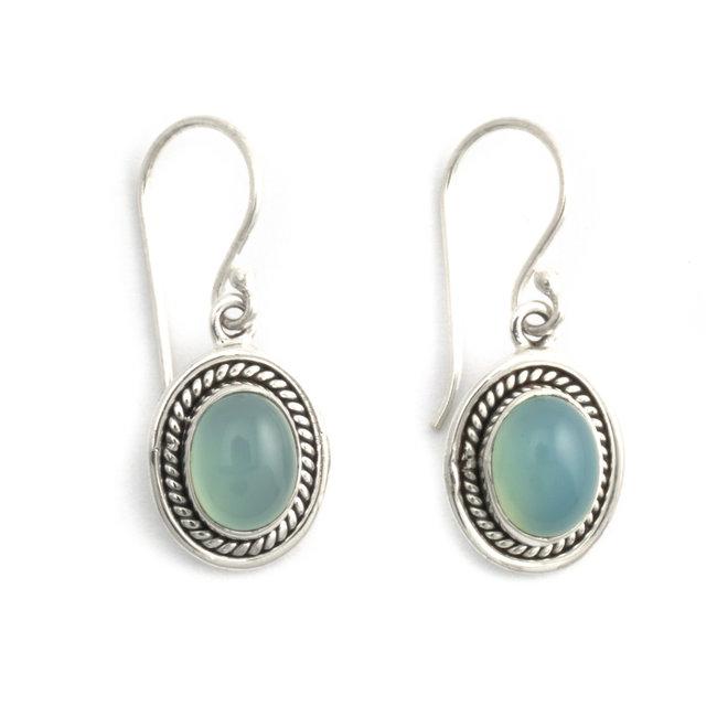 Zilveren oorbellen met ovale aqua chalcedoon