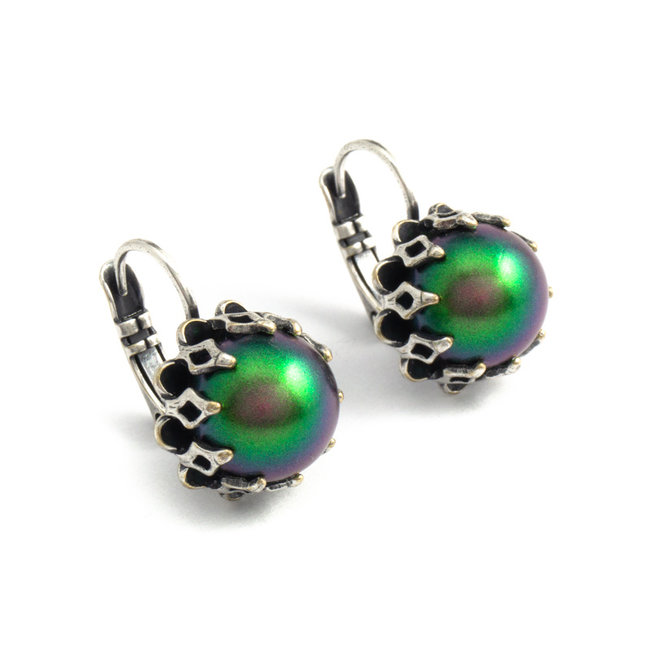 Groene oorbellen met kroonzetting