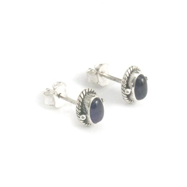 Zilveren oorknopjes met ovale amethist