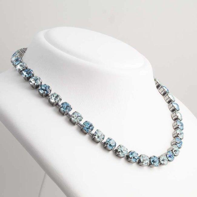 Licht blauw collier met Swarovski kristallen
