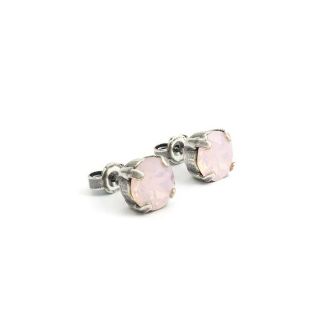 Verzilverde oorknopjes met 8 mm licht roze kristal