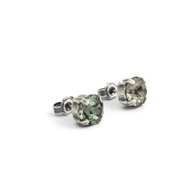 Verzilverde oorknopjes met 8 mm donker grijs kristal