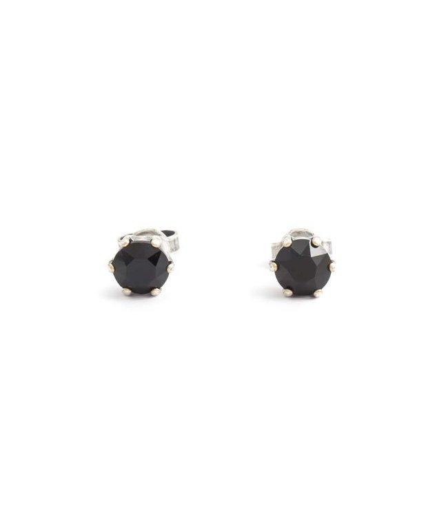 Krikor Verzilverde oorknopjes met 6 mm zwarte kristal