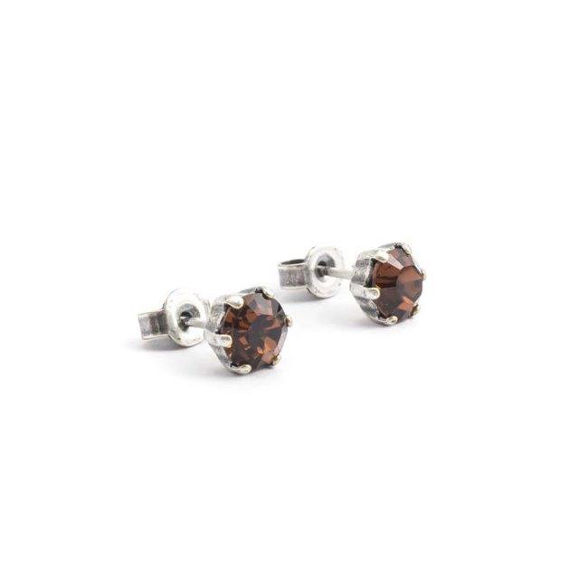 Verzilverde oorknopjes met 6 mm bruin kristal