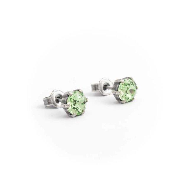 Verzilverde oorknopjes met 6 mm peridot groene kristallen