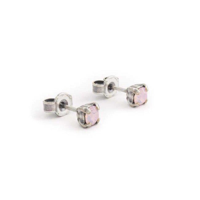 Verzilverde oorknopjes met 4 mm opaque licht roze kristal