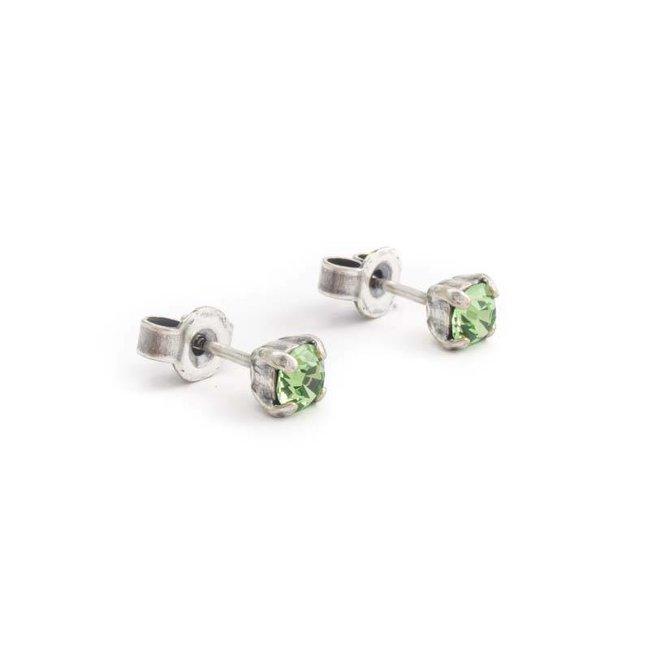 Verzilverde oorknopjes met 4 mm peridot groen kristal