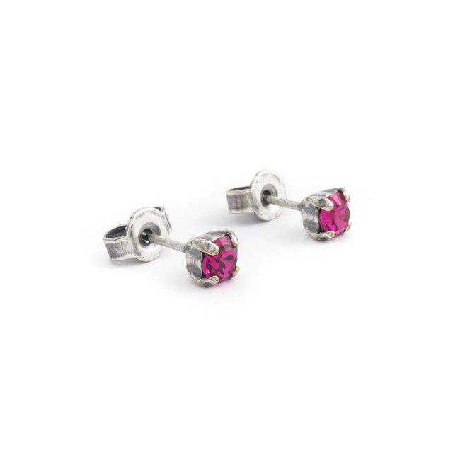 Verzilverde oorknopjes met 4 mm fuchsia roze kristal
