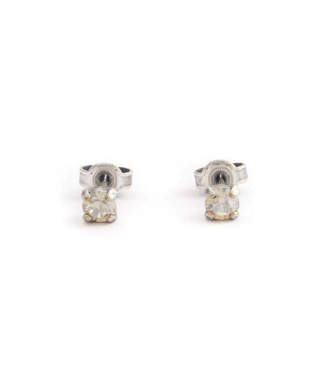 Krikor Verzilverde oorknopjes met 4 mm beige kristal