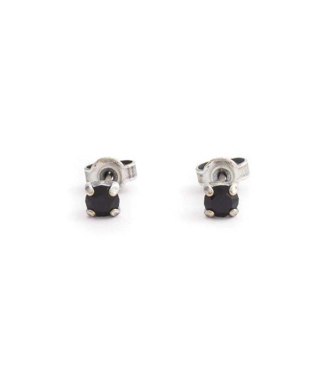 Krikor Verzilverde oorknopjes met 4 mm zwart kristal