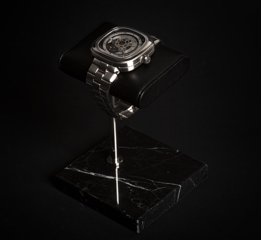 Projekt8 Watchstand