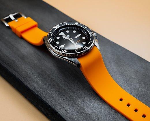 Strapatelier Curved Lug 22mm Silicone strap- Orange