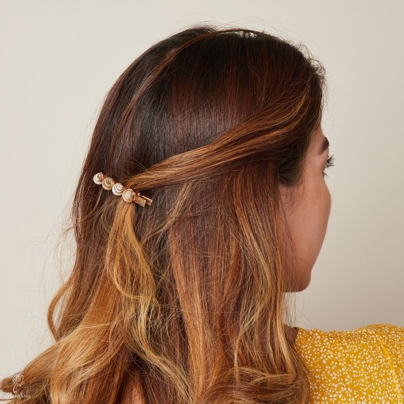 YW Hair Clip Shells In The Hair