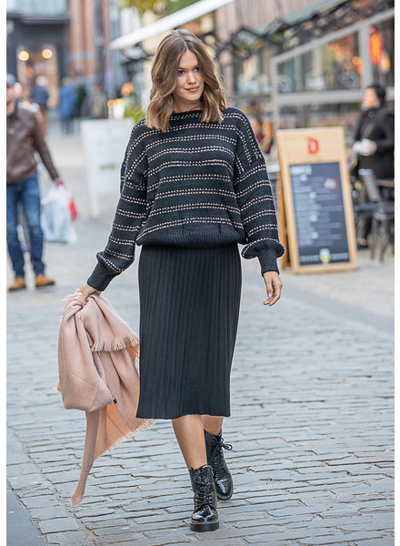 TS Sweater Black & Gold