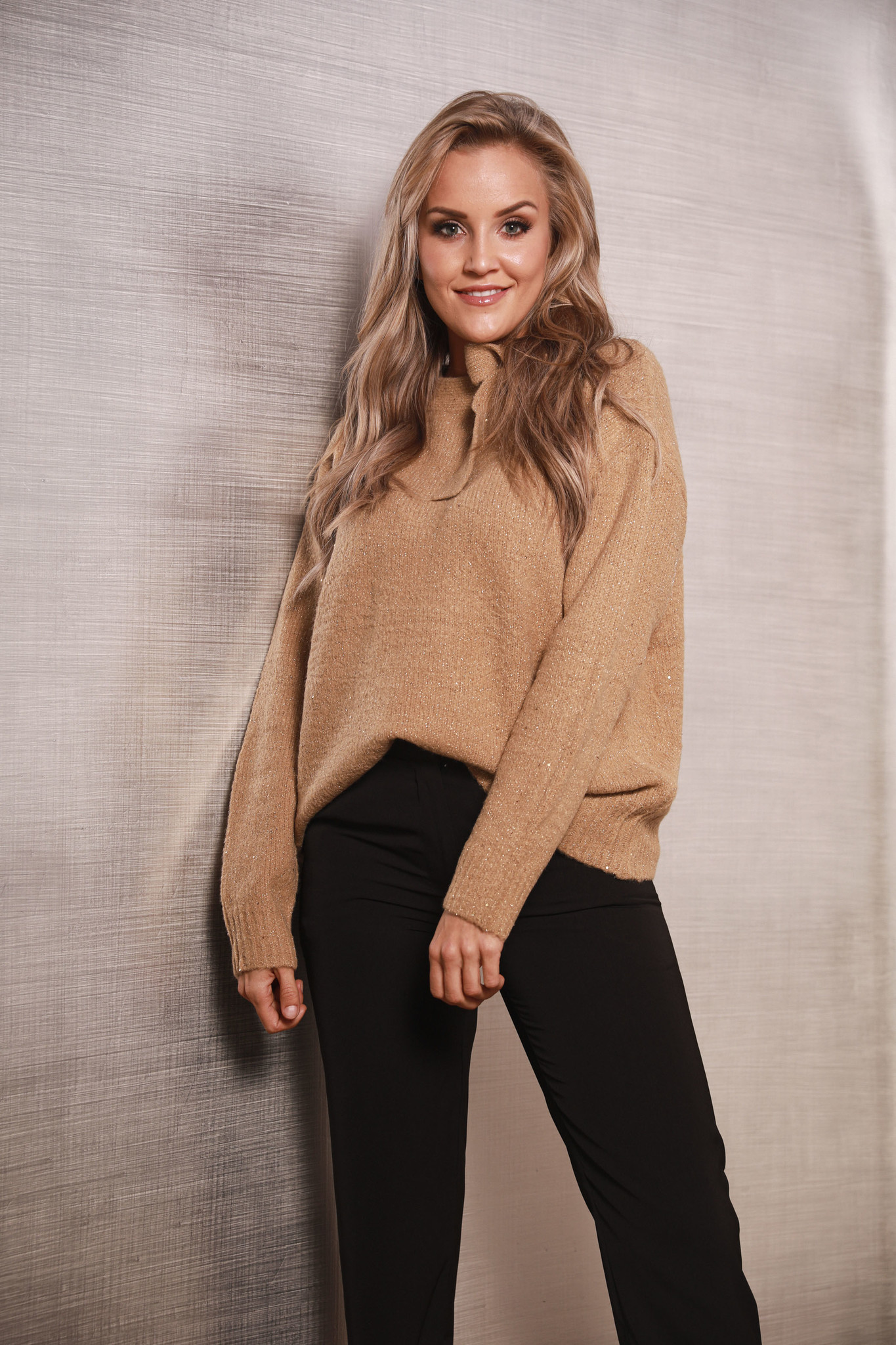 AT Sweater Camel Paillettes & Bow