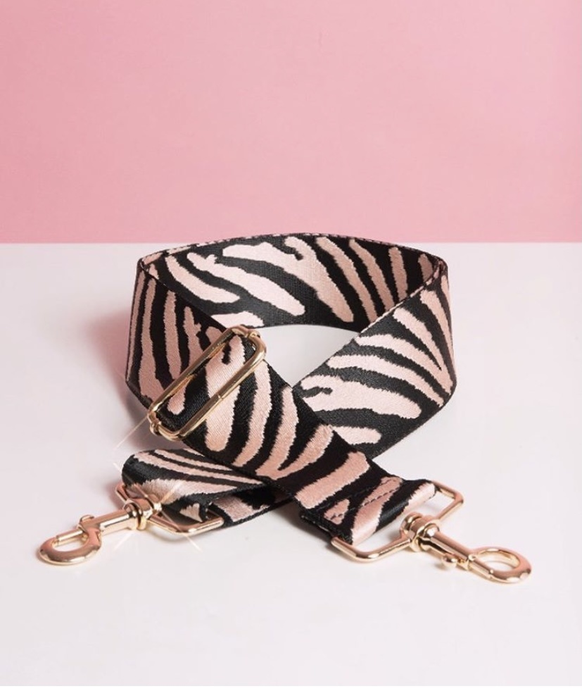 CL Bagstrap Can't be tamed zebra