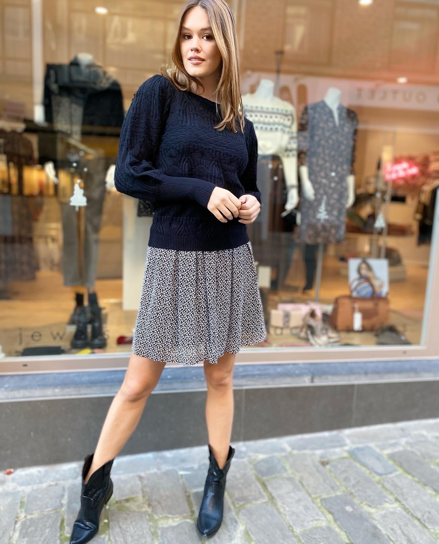 ES Elena Black Sweater