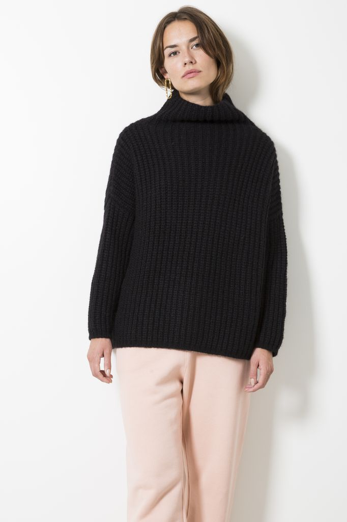 Opportuno gaia ribbed turtle neck sweater