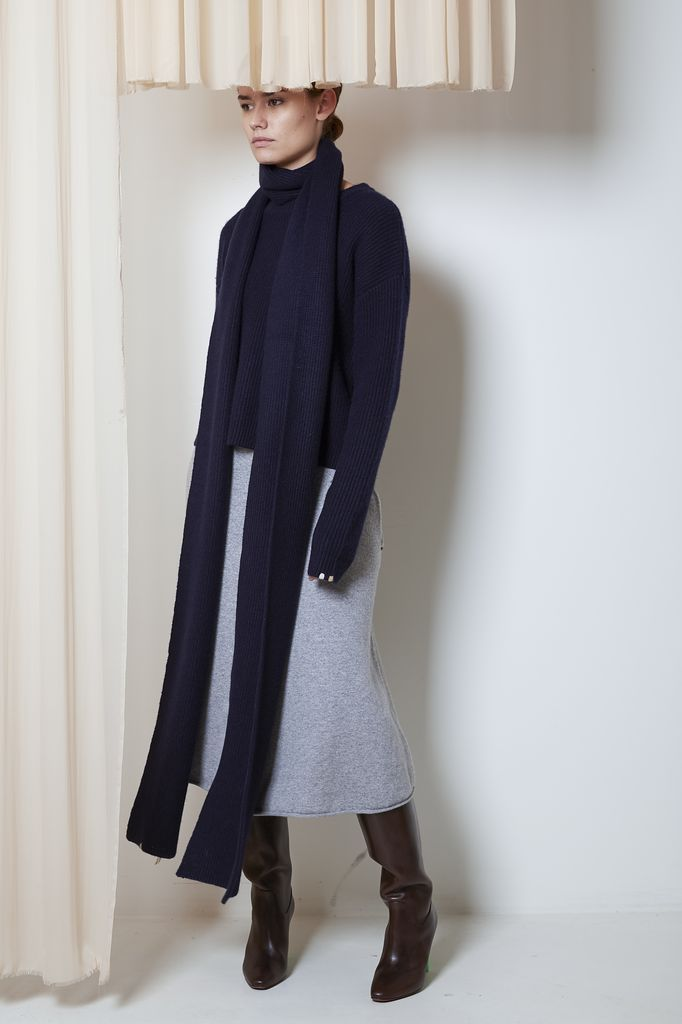 extreme cashmere Nº85 spag extra long scarf
