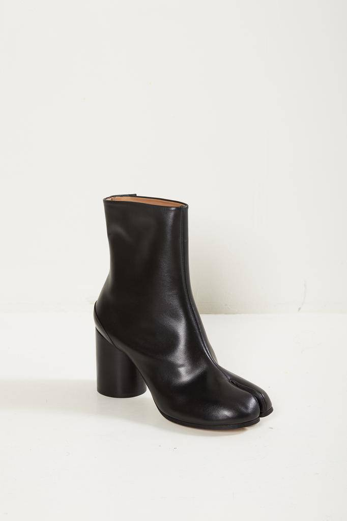 Maison Margiela tabi short leather boots