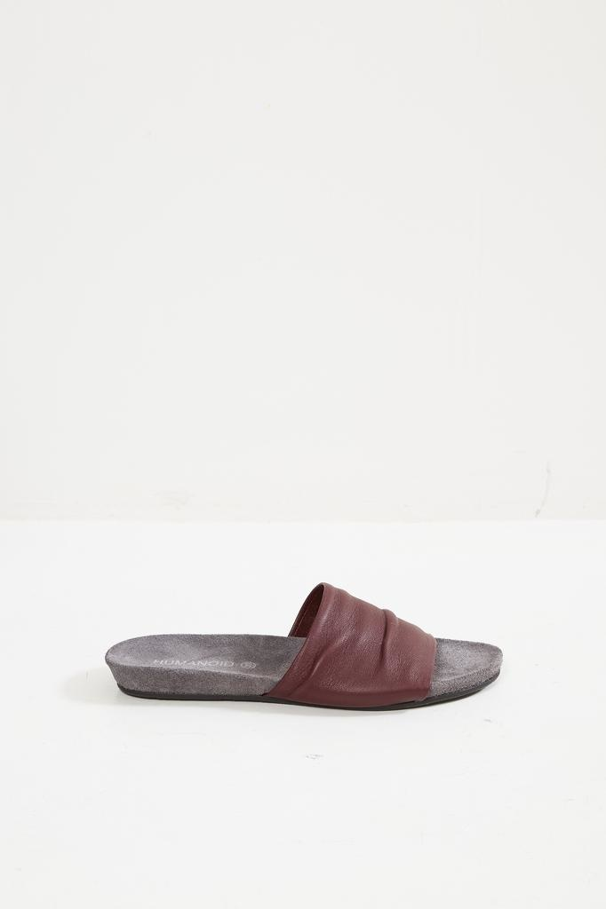 - SOY X 100% GOAT LEATHER SLIPPER