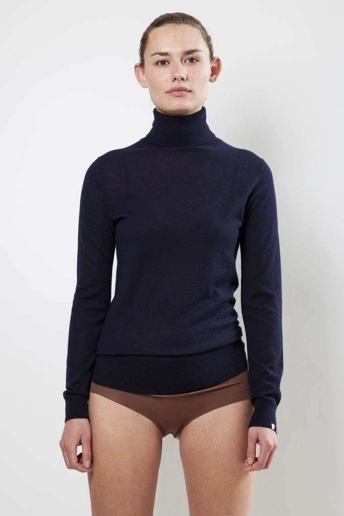 extreme cashmere Nº96 breeze rollneck sweater