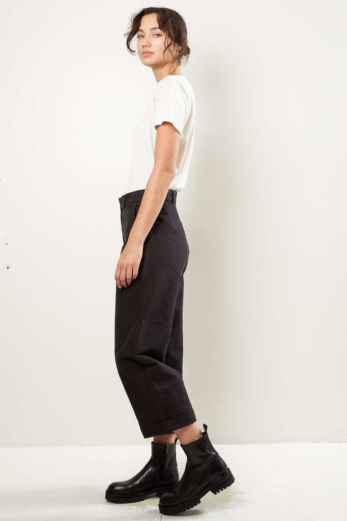 Margaret Howell - MHL cropped dense cotton drill turn up trousers
