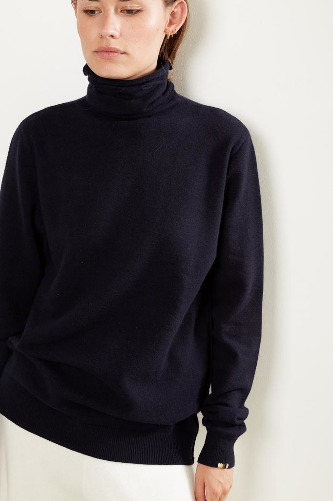 extreme cashmere n*57 be all turtle neck sweater