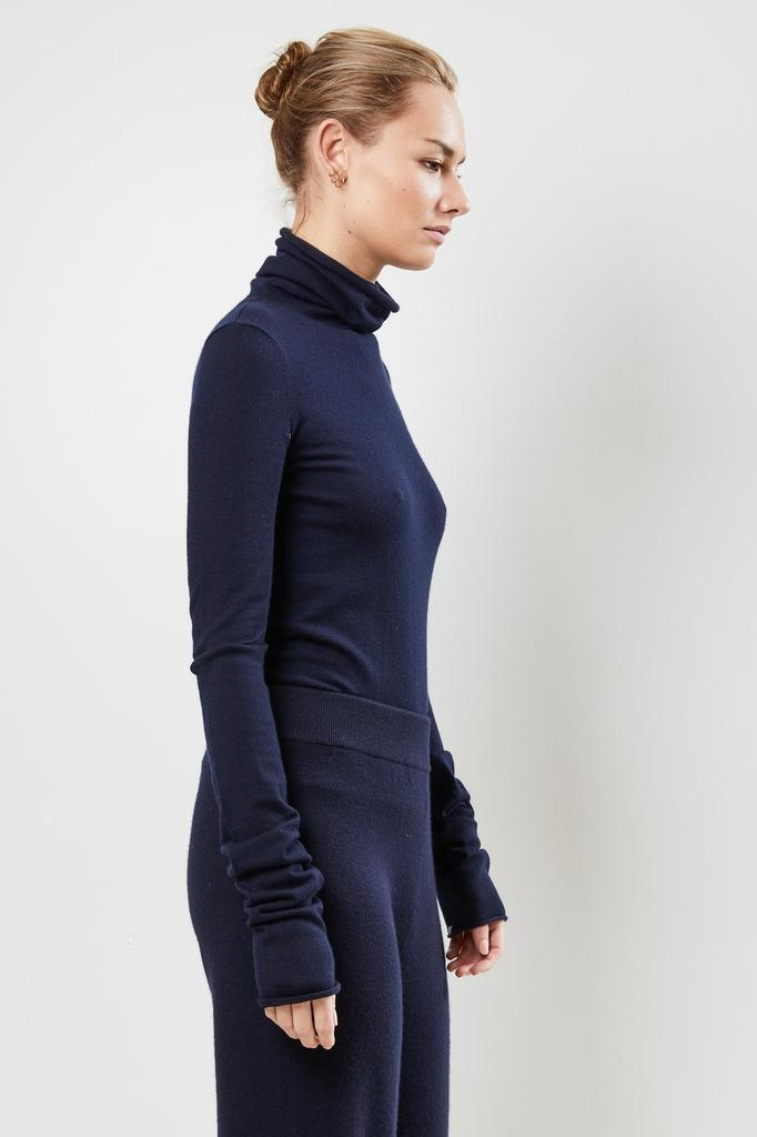 extreme cashmere Nº129 UNDER classic fitted roll neck