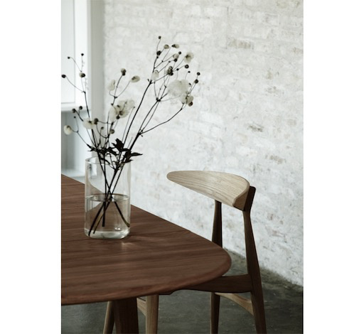 CH33P DINING CHAIR IN SMOKED OAK FRAME