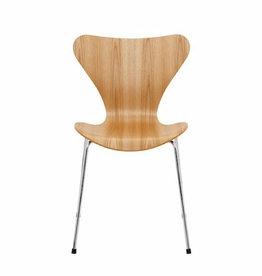 SERIES 7 橡木面可堆叠椅子