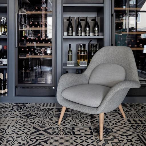 1770 SWOON 黑色皮革休閒椅