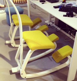 VARIABLE BALANS KNEELING CHAIR IN YELLOW