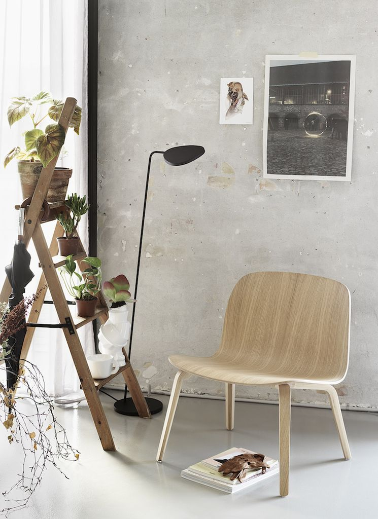 LEAF FLOOR LAMP IN BLACK