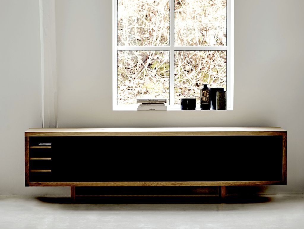 GRAND SIDEBOARD WITH LEGS IN WALNUT OIL FINISH (DISPLAY)