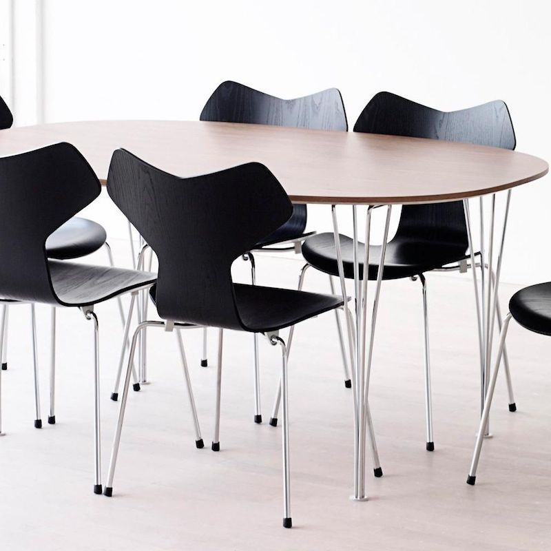 B614 SUPER-ELLIPTICAL 核桃色桌子