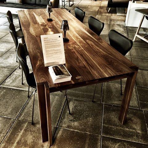 JEPPE UTZON 野生胡桃木桌 #1