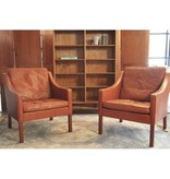 2207 LOUNGE CHAIR IN LEATHER