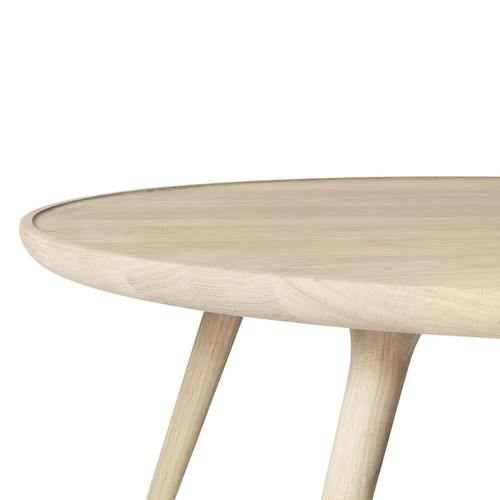 ACCENT DINING TABLE IN MATT LACQUERED OAK WOOD