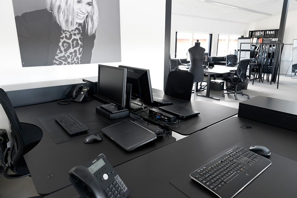 WD01 电动可调校高度工作桌