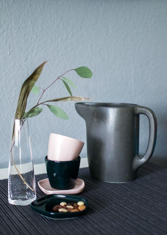 IITTALA X ISSEY MIYAKE CUP IN DARK GREEN
