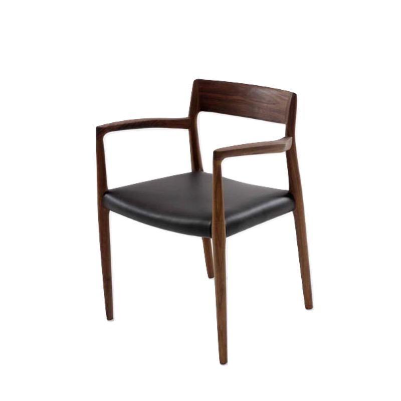 型号 57 MØLLER 扶手椅子