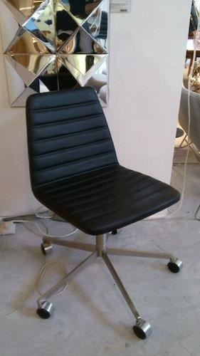 SPINAL CHAIR 44 WITH SWIVEL BASE ON CASTORS