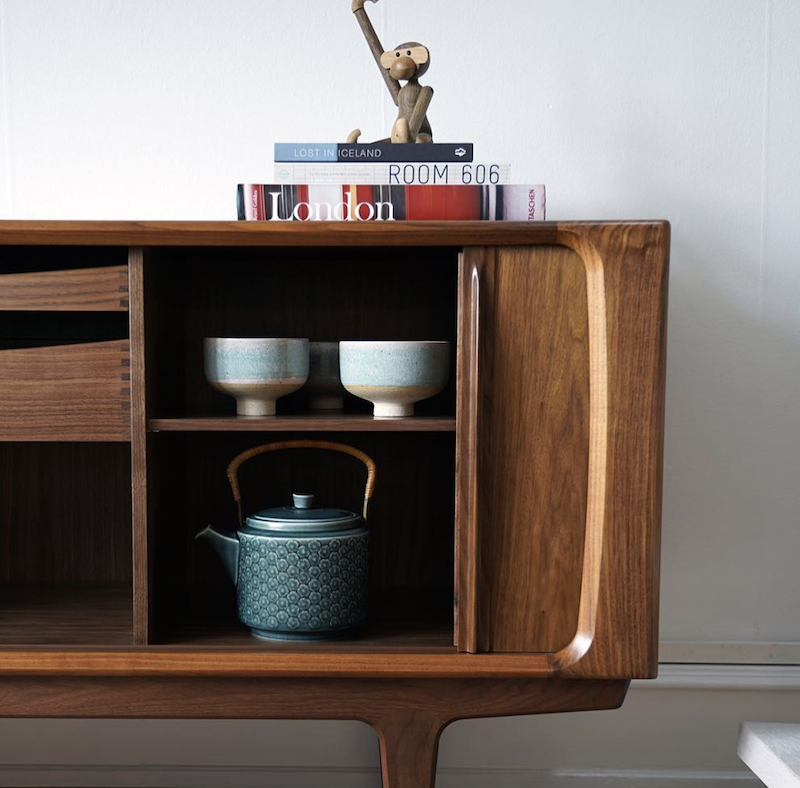 142 SIDEBOARD, WITH 2 LARGE TRAYS (W210CM)