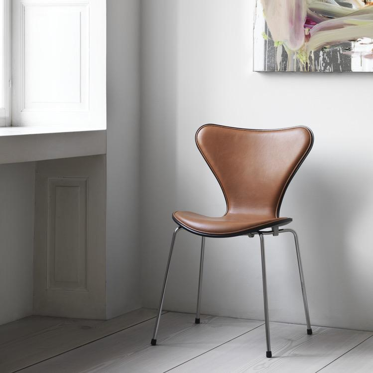 3107 胡桃木色皮革椅子